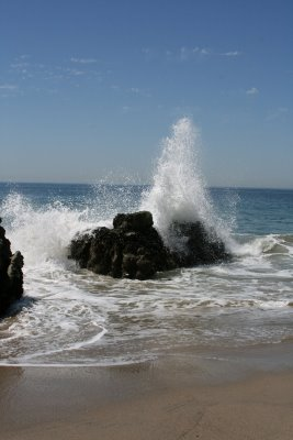 Sycamore_cove_waves_crashing_on_rocks